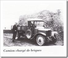 Camion chargé de briques