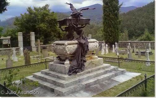Mausoleo de Julián Gayarre - Roncal