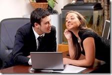 Un uomo e una donna a lavoro