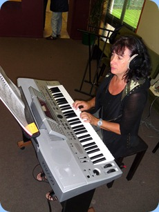 New member, Eileen Grainger trying out the Technics KN6500. Eileen is getting back into her music and is checking-out the various models of keyboard before deciding what to buy.