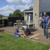 Familien i Seden, og Martin der bygger fuglehus med Morten
