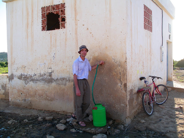 Morocco - Getting%252520Drinking%252520water%2525202.JPG