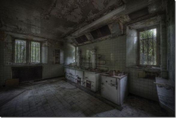 abandoned-castle-belguim-42