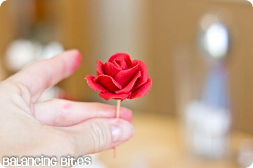 How to make small gumpaste roses (8)