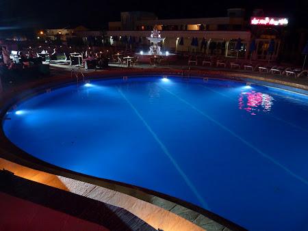 Cazare Costinesti: piscina Vox Maris noaptea