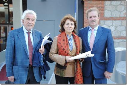 Firma FAPE. Manuel Núñez Encabo, Elsa González y Manuel Campo Vidal