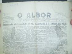 Um dos materiais já levantados. Jornal O ALBOR, com reportagem sobre o bicentenário da Irmandade SS. Sacramento e Sto. Antonio.