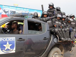 Patrouille de la Police Nationale Congolaise(PNC). Radio Okapi/ Ph. John Bompengo