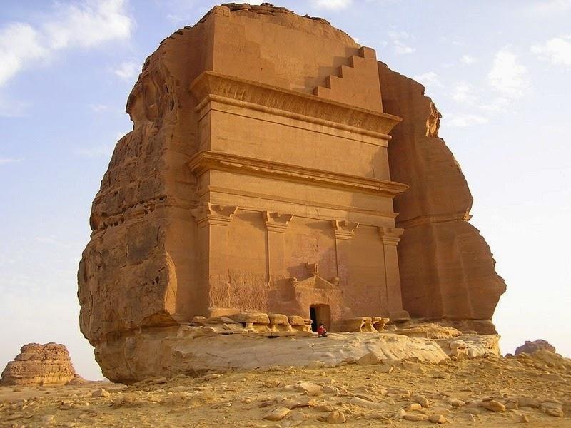 Pengukir Hebat  Yang Mengukir Batu Sebesar Bukit