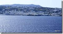São características marcantes de Mykonos: casas brancas, ruas estreitas, igrejas de domo azul, moinhos e praias deslubrantes.