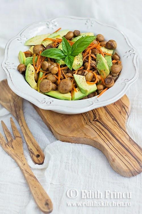 Salata de ciuperci cu avocado