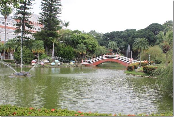 台南-成大裝置藝術。成功湖