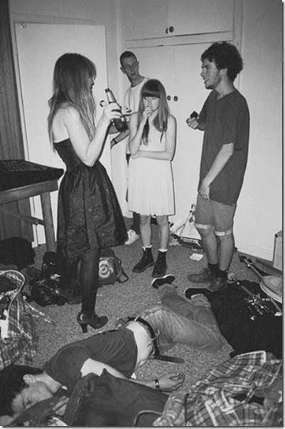 drunk-tipsy-people-011