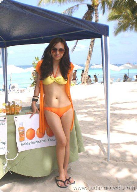 Foto Cewek Hot Bikini 2012 || gudangcewek.com