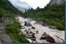 River Along Govindghat Ghangaria trek route rushing water