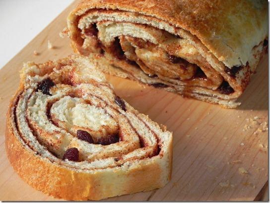 cinnamon-raisin-swirl-bread-1