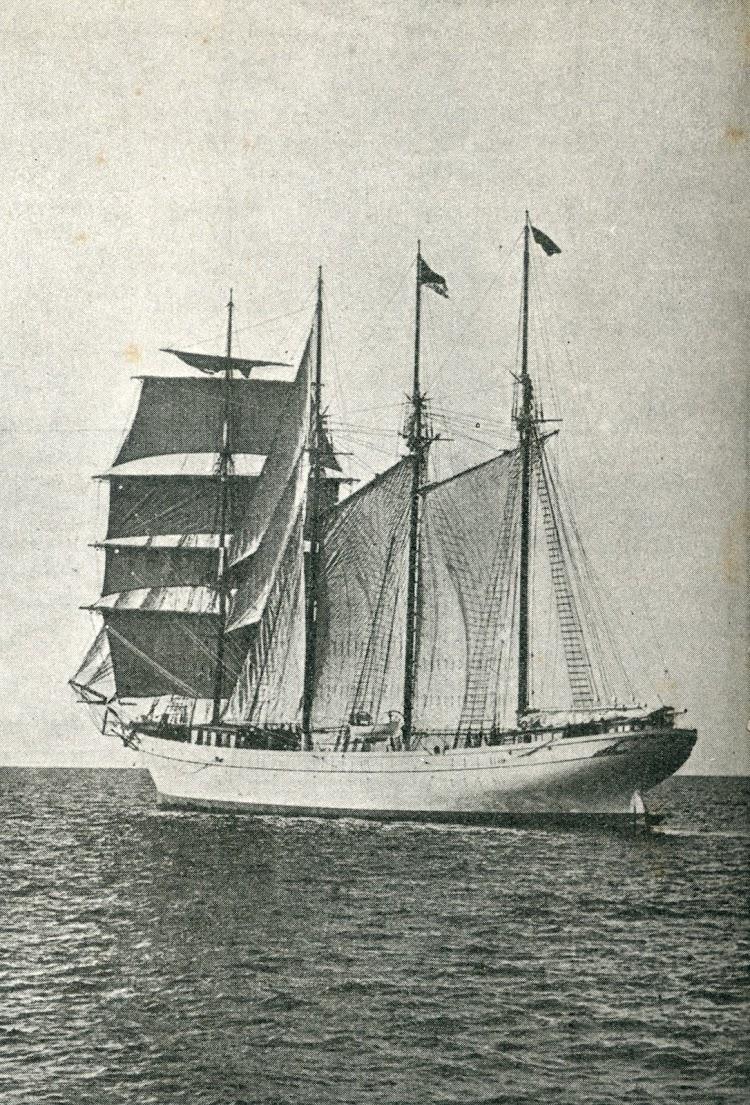 Vista de popa del SANT MUS con casi todo el trapo desplegado. Foto de la revista CATALUNYA MARITIMA, Any I, Num. 23, 20 setembre de 1919.jpg