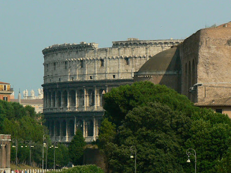 Travel to Rome: visit Colliseum