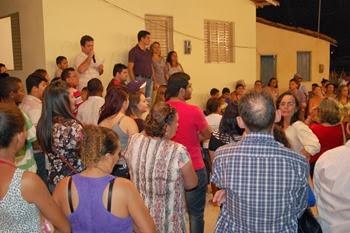 Prefeito, Fabrício Torquato, realiza entrega de casas a moradores