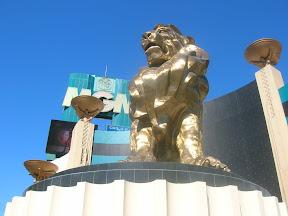 063 - León del MGM.JPG