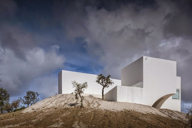 House Melides by Aires Mateus 8