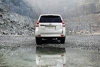 2014-Toyota-Land-Cruiser-Prado-30.jpg