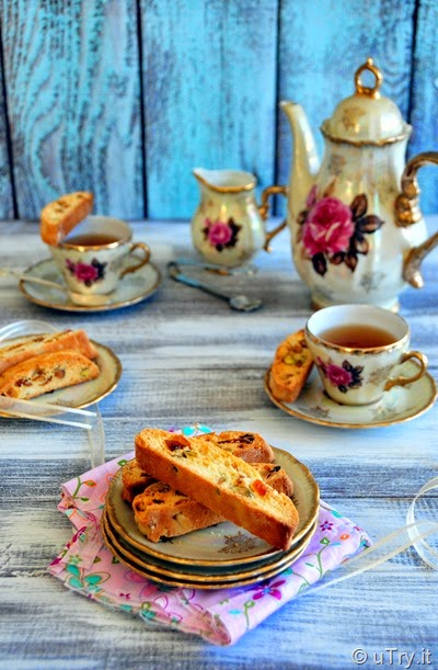 Apricot and Pistachio Biscotti  http://uTry.it