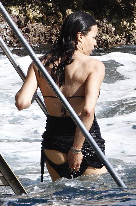 michelle-rodriguez-bikini-bottom-fall-france-08