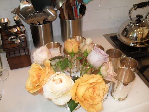 See how each rose is able to slope outwardly? This is what you want in order for your flowers to be seen -- the Julep cups are perfect to let the flowers be seen.