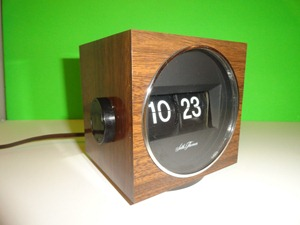 Seth Thomas Speed read cube lite flip clock, wood