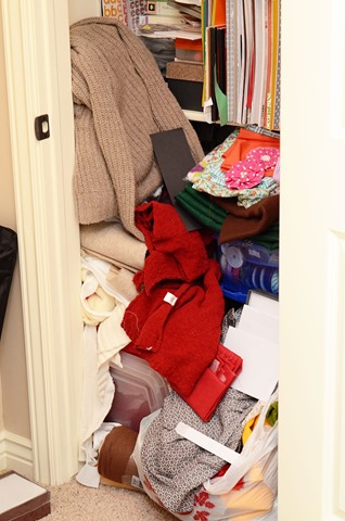 Fabric-Mess-in-the-Closet