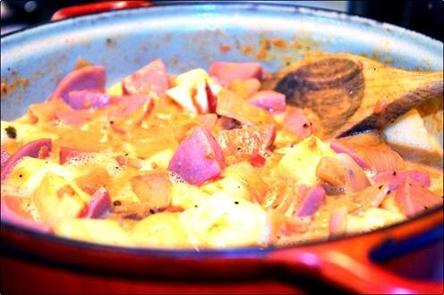 Gryta med falukorv och äpple_