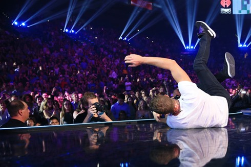 Chris Martin 2014 iHeartRadio Music Festival VFfPQV6HcGxl
