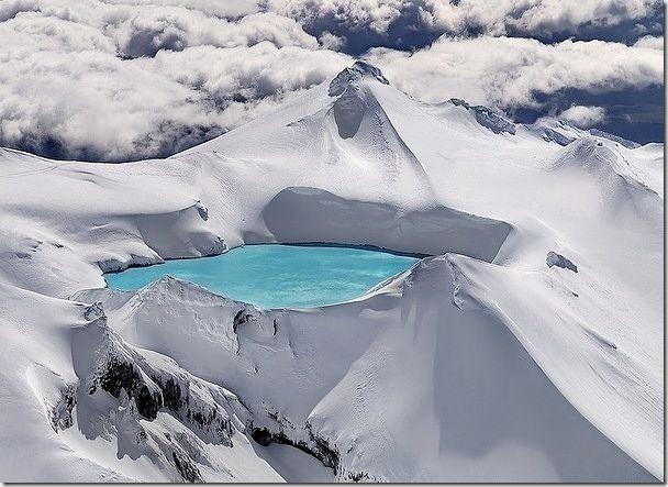 位於紐西蘭由死火山所形成的湖泊