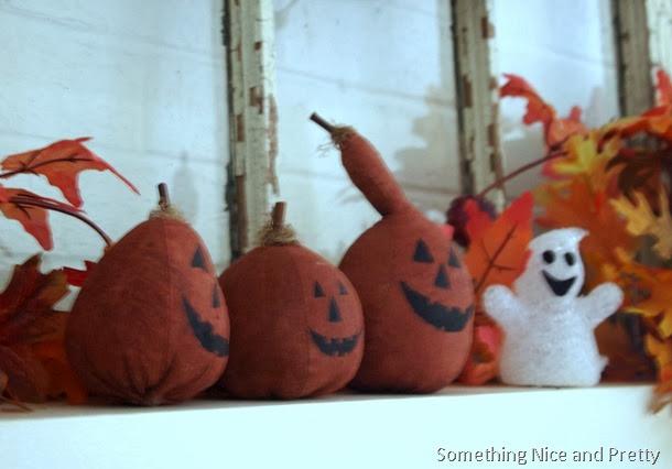 halloween mantel 005
