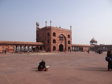 08. In interiorul Jama Masjid.JPG