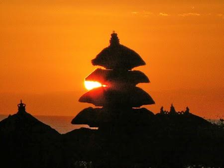 Obiective turistice Bali: Apus de soare Tanah Lot