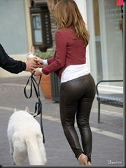 maria-menounos-butt-ass-leather-pants-0208-01-675x900