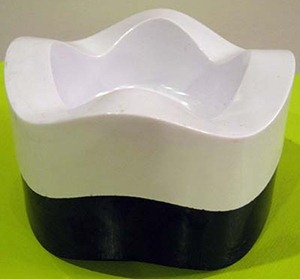 Helit Sinus ashtray, white and black (Eagle imprint)