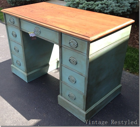 Provence Desk 053