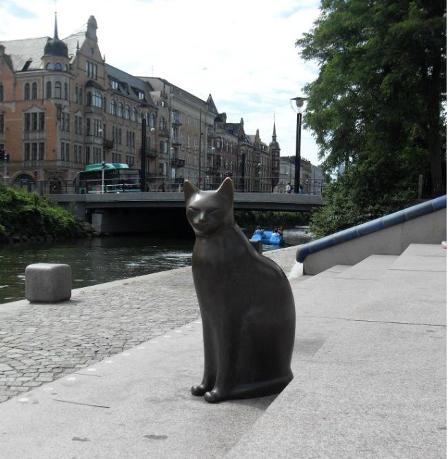 Katte ved kanalen - Malmø juli 2012