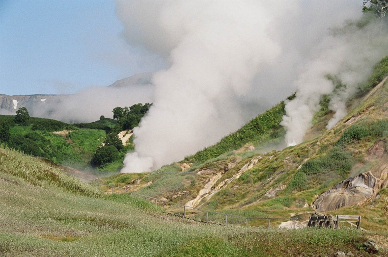 valley-of-geysers-2