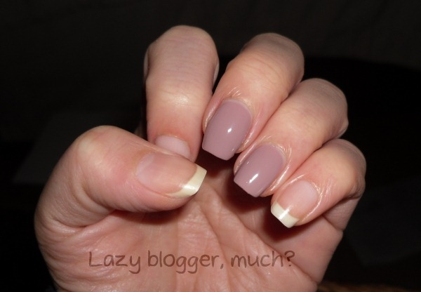 009-loreal-paris-color-riche-beige-countess-mini-nail-polishes-review-swatches-