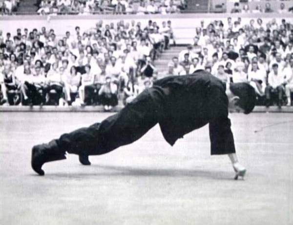 Bruce lee 1finger pushup