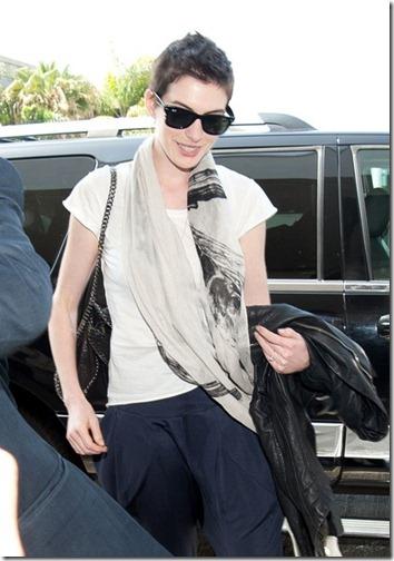 Anne Hathaway Anne Hathaway Adam Shulman Arrive GiPsseddntvl