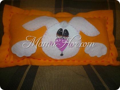 Decora la habitación de tus niños con esta Almohada de Conejo de Fieltro