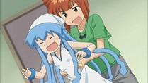 [HorribleSubs] Shinryaku Ika Musume S2 - 04 [720p].mkv_snapshot_09.07_[2011.10.17_19.38.46]