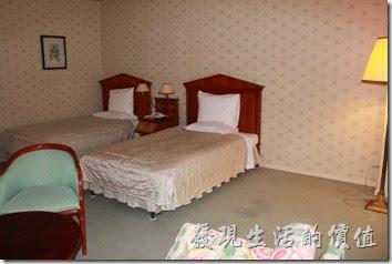 豪斯登堡「阿姆斯特丹飯店」的四人房型客房,房間非常大,兩張床大概只佔去一半的空間,其他的地方怎顯得有些空蕩。