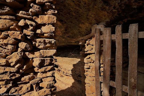 Antic corral de les Coves Altes.Parc Natural de Montsant.Cabacés, Priorat, Tarragona