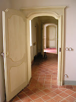 porta antica laccata riprodotta su modello seicentesco